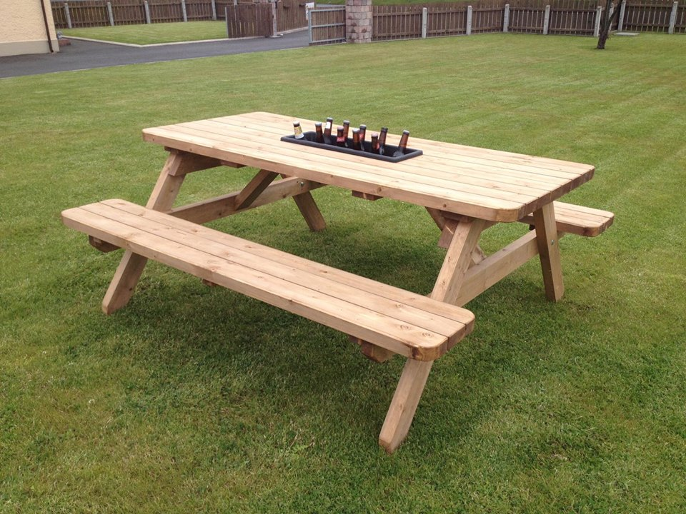 6 seat Picnic Bench with ice bucket